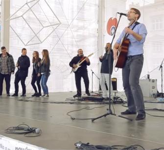 Kapitan Stent  - wersja koncertowa na  rynku  w Rzeszowie